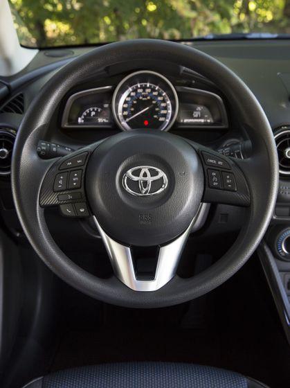 2016_Toyota_Yaris_Quebec-23