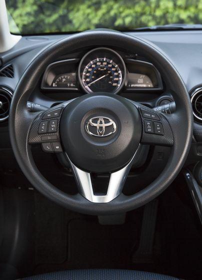 2016_Toyota_Yaris_Quebec-51