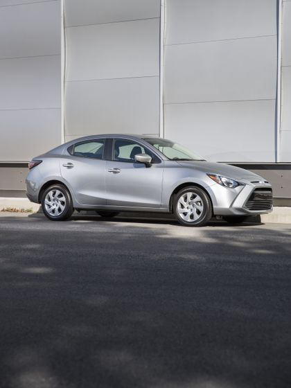 2016_Toyota_Yaris_Quebec-63