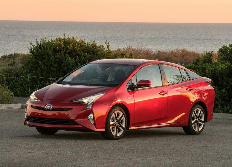 Toyota-Prius_2016