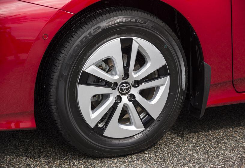 2016-2017 Toyota Prius Technology 10