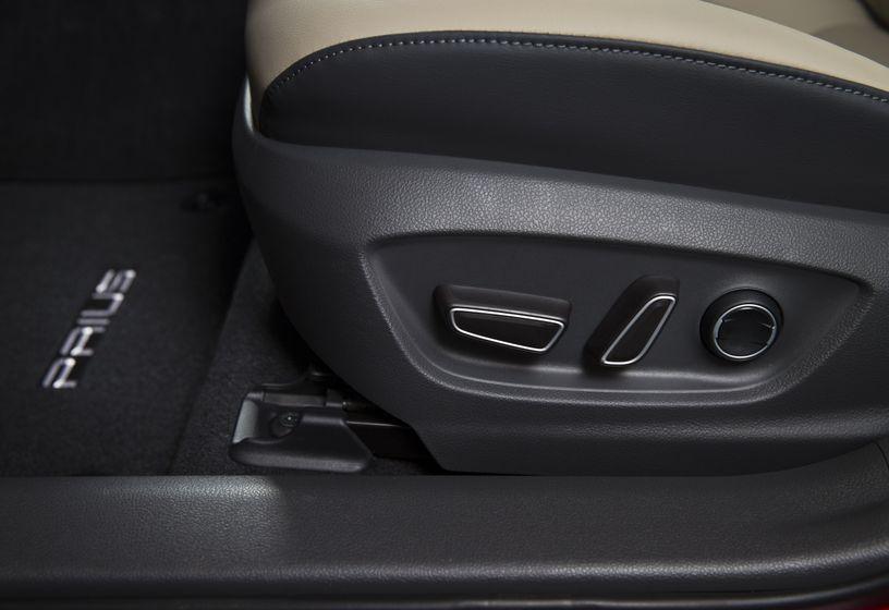 2016-2017 Toyota Prius Technology 11