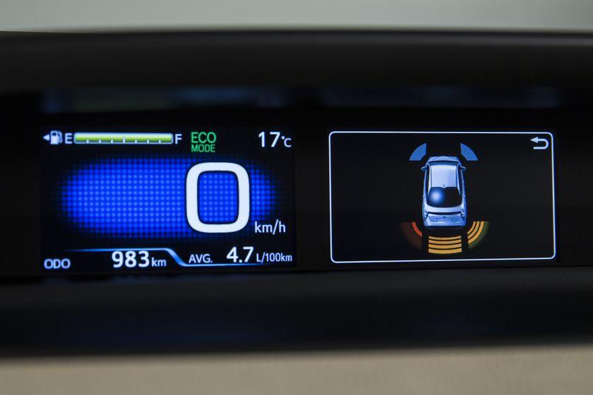 2016-2017 Toyota Prius Technology 16