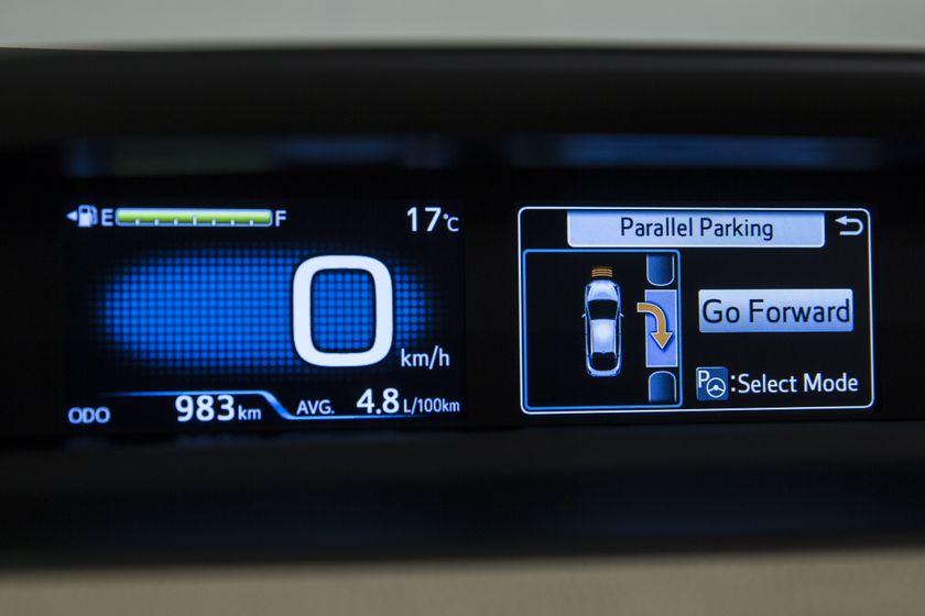 2016-2017 Toyota Prius Technology 17