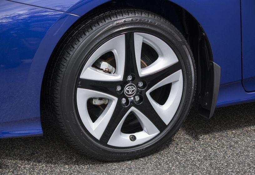 2016-2017 Toyota Prius Touring 13