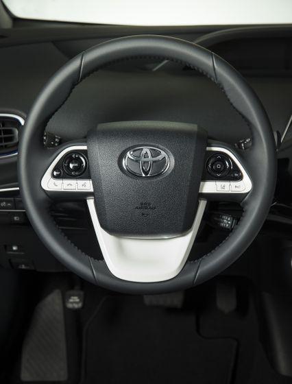 2016-2017 Toyota Prius Touring 19