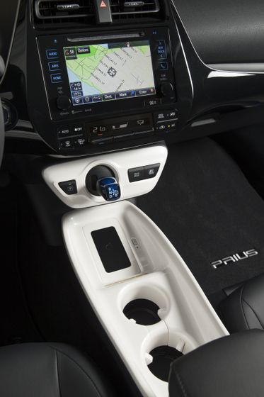 2016-2017 Toyota Prius Touring 20