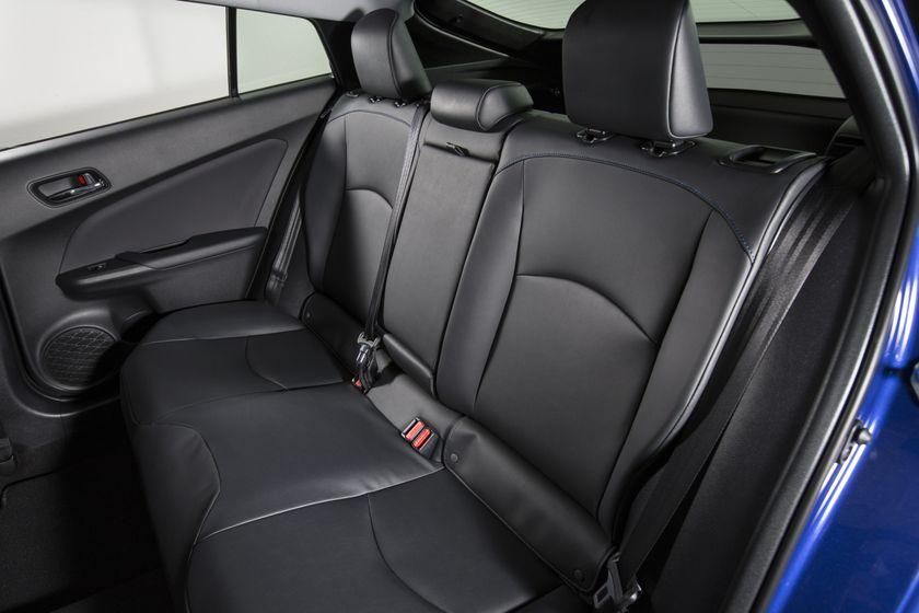 2016-2017 Toyota Prius Touring 35