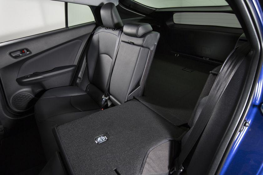2016-2017 Toyota Prius Touring 36