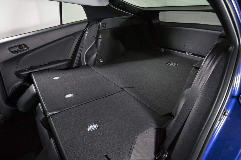 2016-2017 Toyota Prius Touring 37