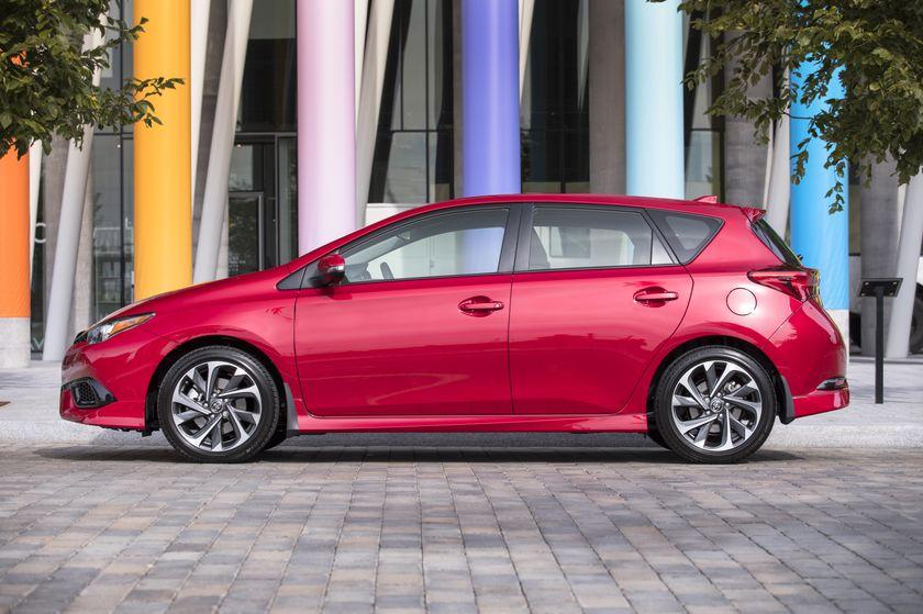 2017_Toyota_Corolla_iM-4