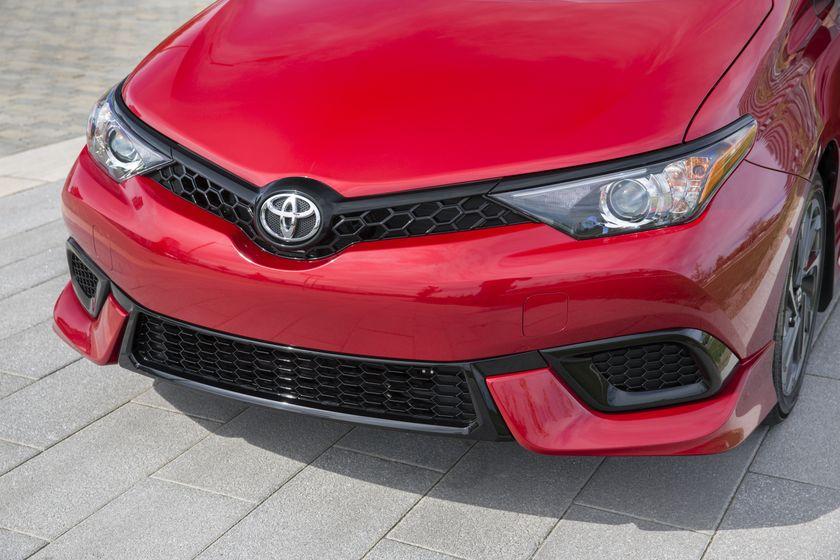 2017_Toyota_Corolla_iM-9