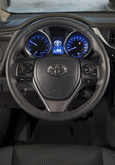 2017_Toyota_Corolla_iM-26