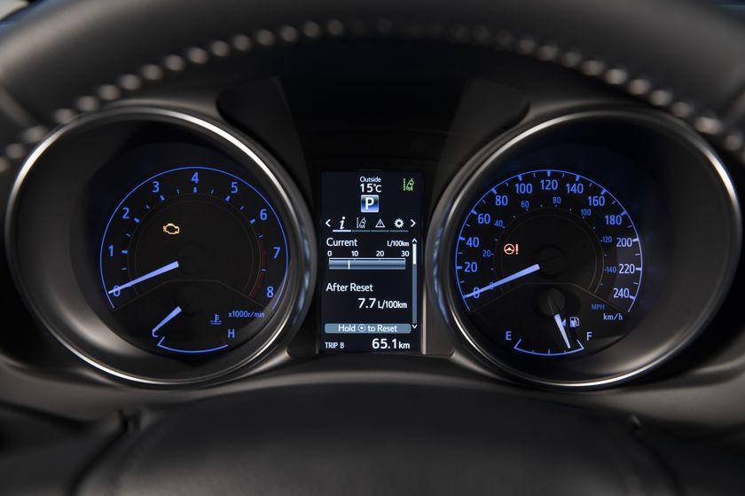 2017_Toyota_Corolla_iM-28