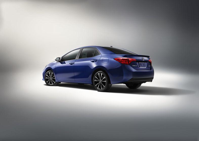 2017_Toyota_Corolla_XSE_2