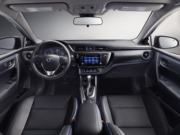 2017_Toyota_Corolla_XSE_4_