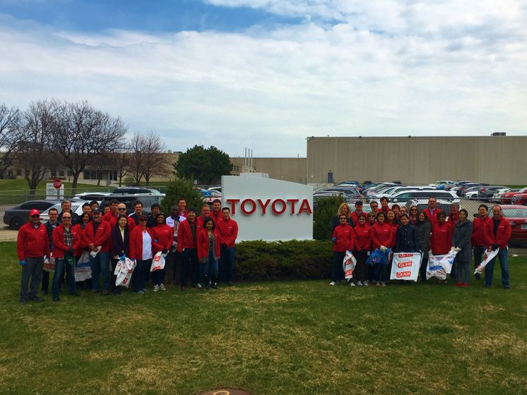 Toyota Canada Cleanup_Group Picture