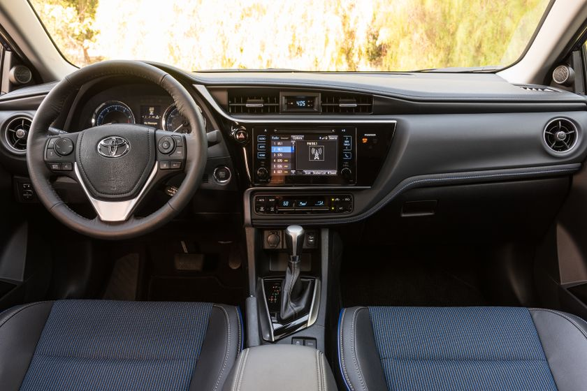 2017 Toyota Corolla SE - 012