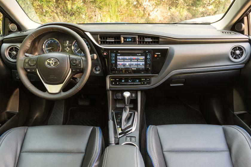 2017 Toyota Corolla XSE - 028