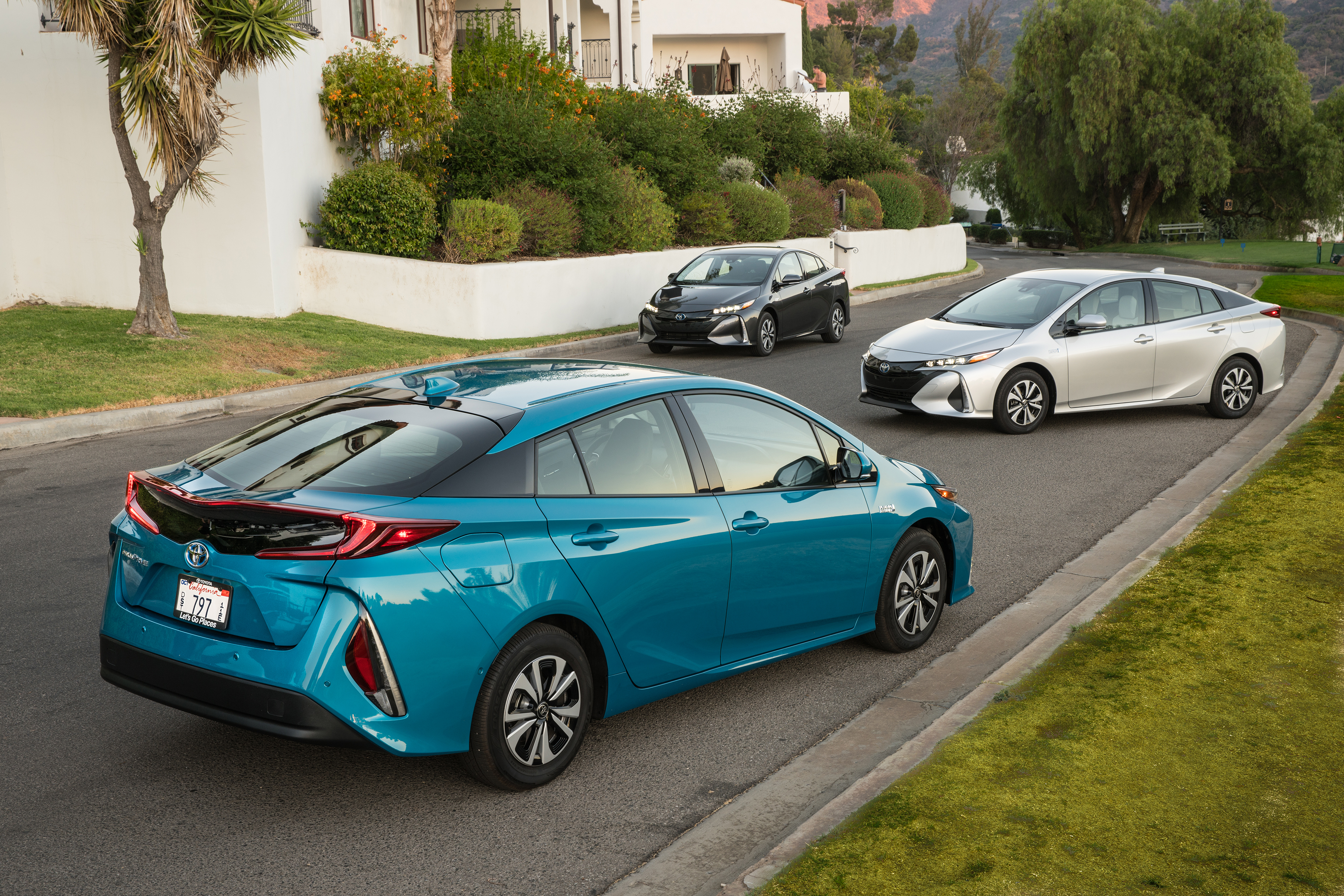 technological wonder with electrifying design meet the 2017 toyota prius prime oct 03 2016. Black Bedroom Furniture Sets. Home Design Ideas