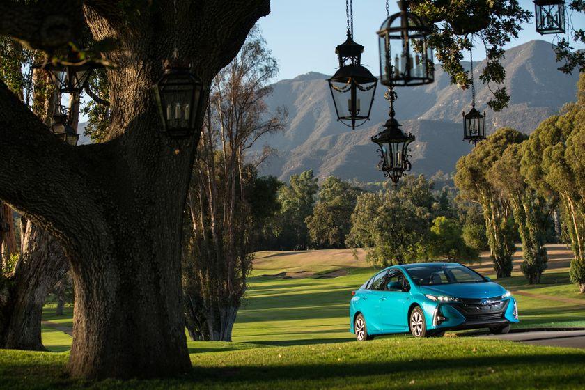 2017 Toyota Prius Prime Advanced 010