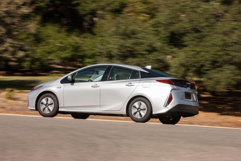 2017 Toyota Prius Prime Premium 002