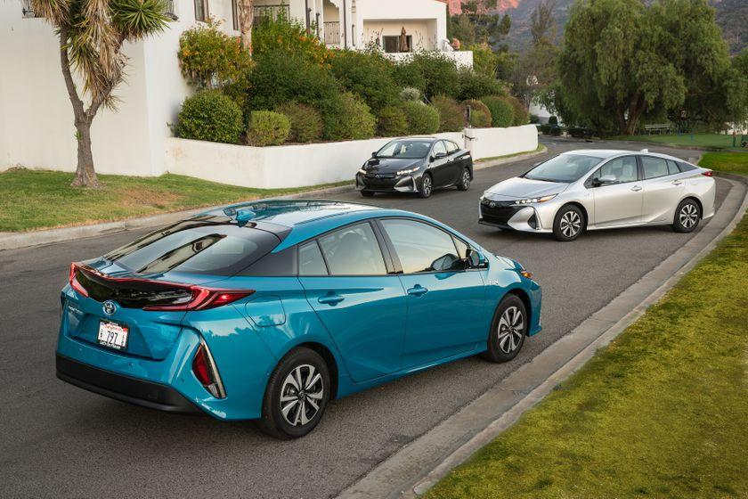 2017 Toyota Prius Prime Family 001