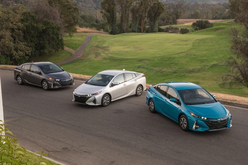 2017 Toyota Prius Prime Family 003