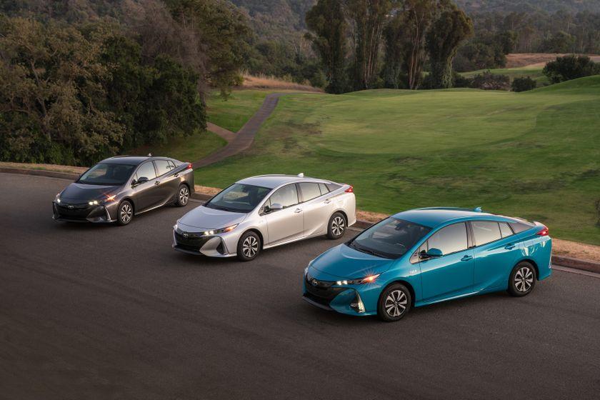 2017 Toyota Prius Prime Family 004