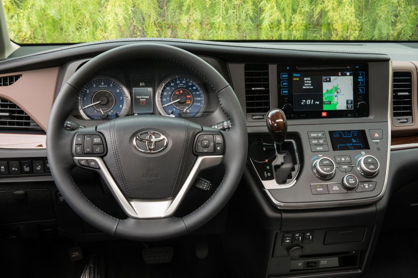 2017_Toyota_Sienna_Limited_Premium_AWD_009