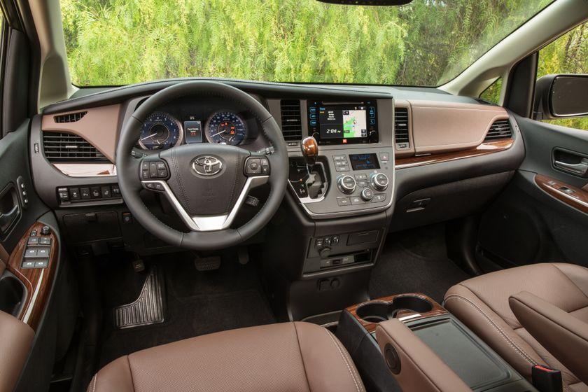 2017_Toyota_Sienna_Limited_Premium_AWD_010