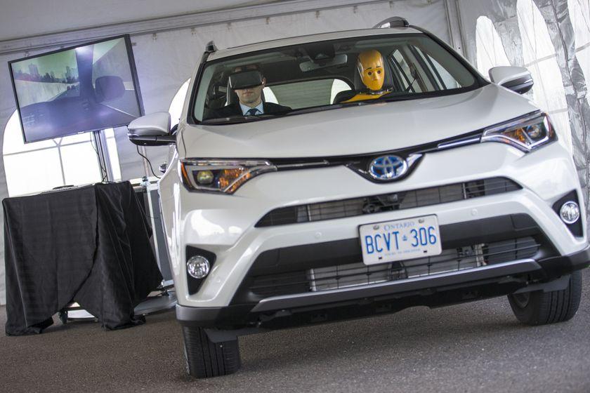 Toyota_Safety_Sense-7