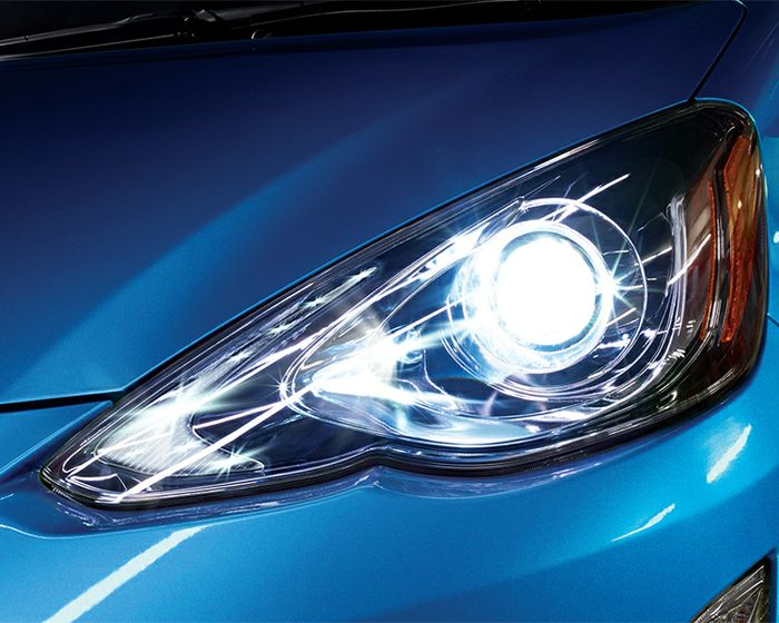 toyota-2017-prius-c-automatic-high-beams-s