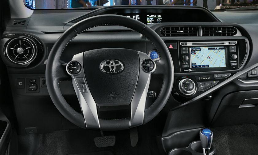 toyota-2017-prius-c-interior-dashboard-s