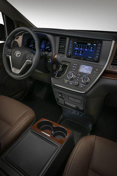 2018 Toyota Sienna Ltd 06