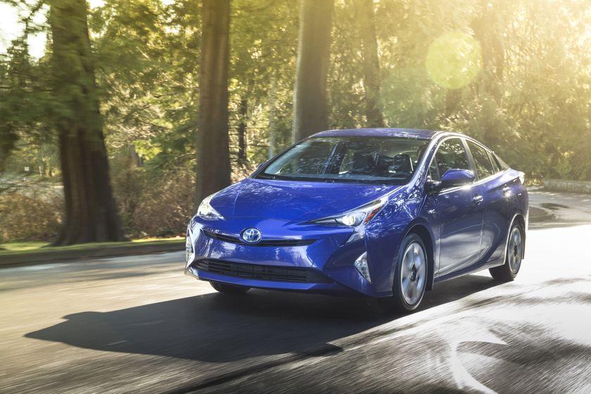 2016_Toyota_Prius_Touring-3