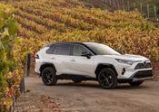 2019 Toyota RAV4 XSE HV Blizzard Pearl 01