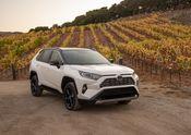 2019 Toyota RAV4 XSE HV Blizzard Pearl 03