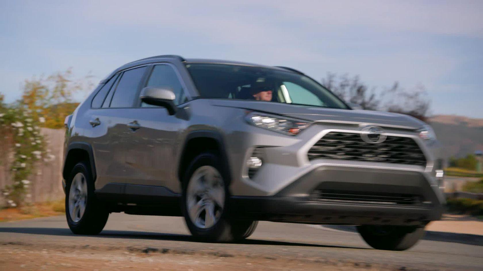 2019 Toyota RAV4 XLE FWD Silver Sky Metallic B-roll