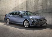 2019 Toyota Avalon Limited 01