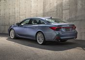 2019 Toyota Avalon Limited 02