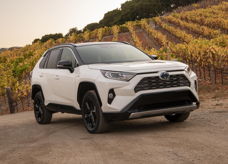 2019_Toyota_RAV4_XSE_HV_BlizzardPearl_04