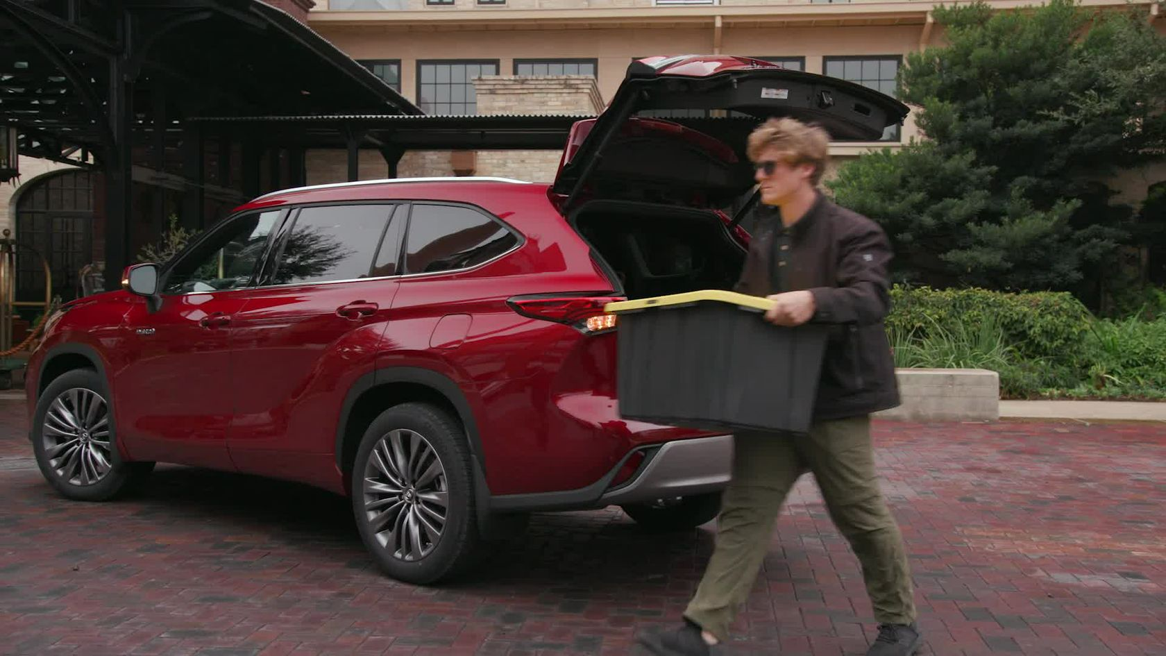 2020 Toyota Highlander Hands Free Power Rear Liftgate