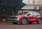 2020 Toyota Highlander – Platinum Hybrid – Exterior: Ruby Flare Pearl B-ROLL