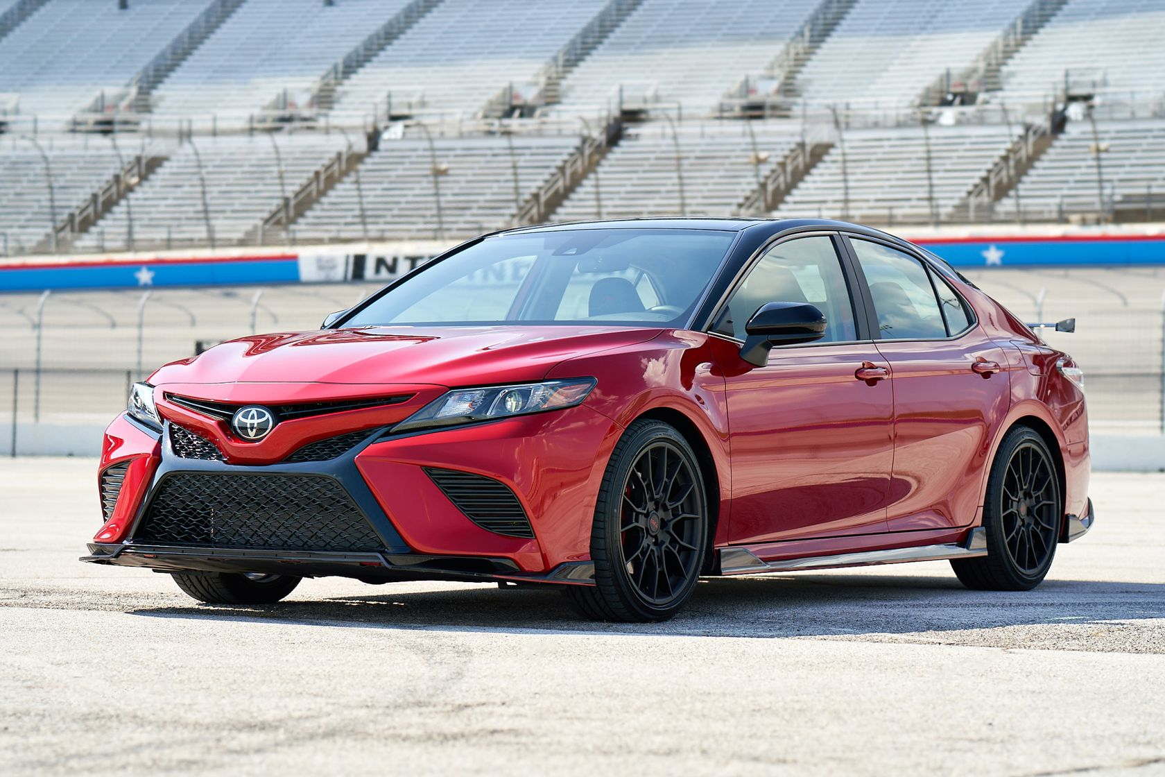 2020 Toyota Camry TRD Supersonic Red Midnight Roof 031