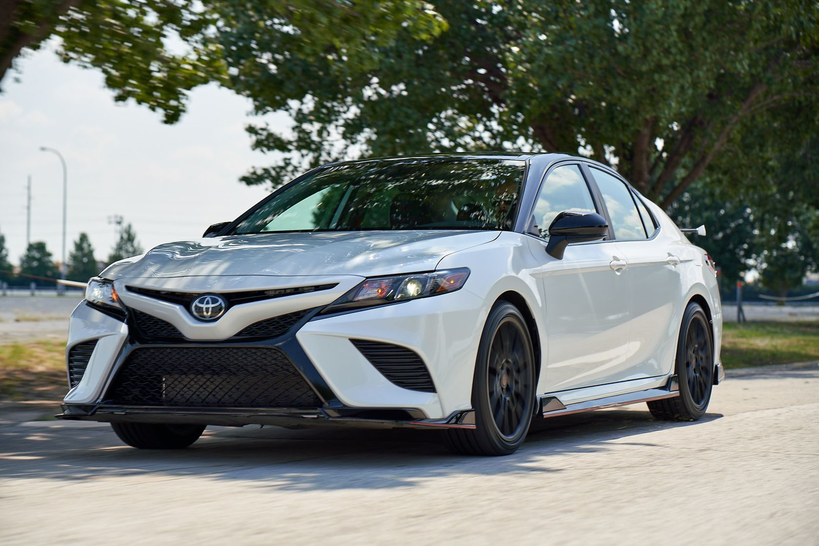 2020 Toyota Camry TRD Windchill Pearl Midnight Roof 001