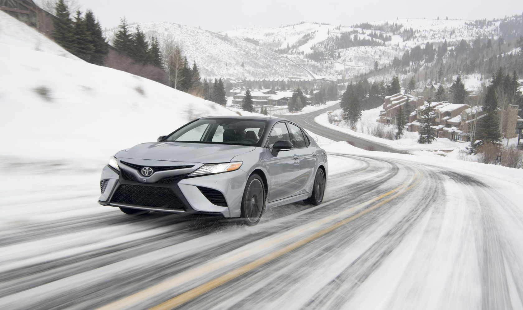 2020_Camry_XSE_AWD_Celestite-Silver_Midnight-Black-Metallic-Roof_001-scaled