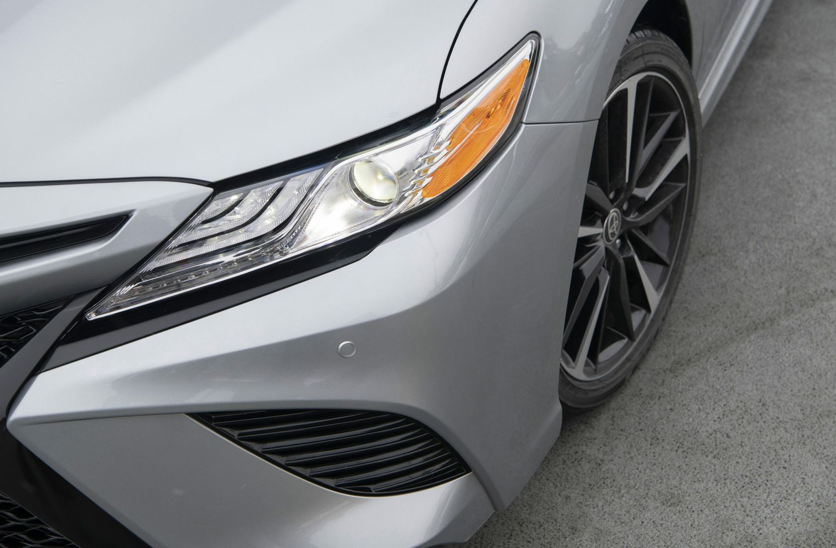 2020_Camry_XSE_AWD_Celestite-Silver_Midnight-Black-Metallic-Roof_025-scaled