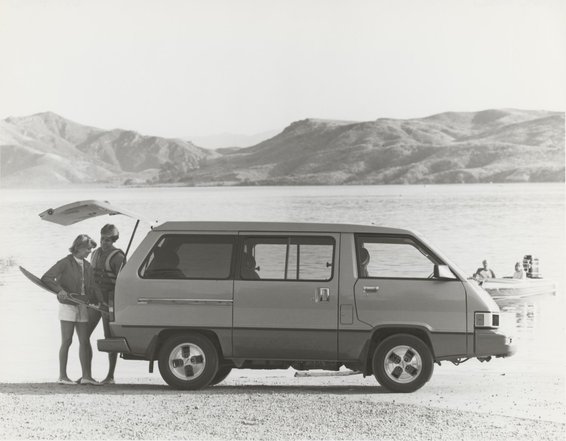 1998001_1984_Van_Wagon-5