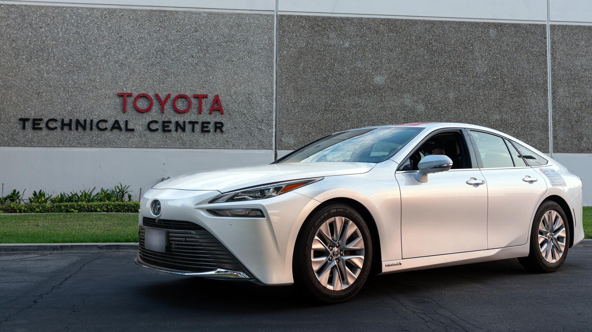 2021-Toyota-Mirai-Guiness-Record-37_RT